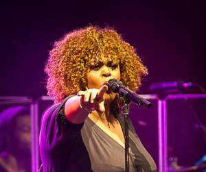 Jill Scott wears this textured CLWW 'do while performing in Australia!